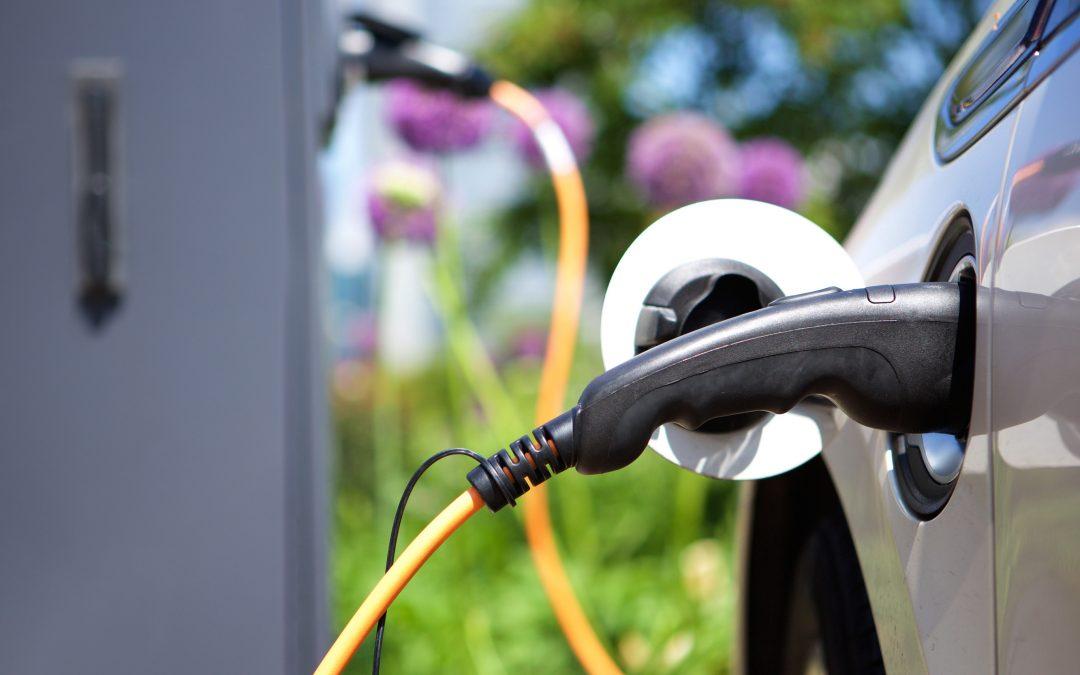【头文字C】插电混合电动车(Plug-in Hybrid)的优缺点