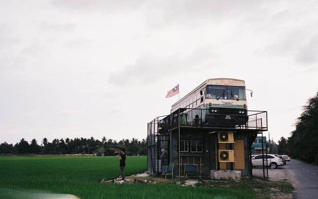 【创业新世代】一家在稻田里的绿色老巴士餐厅 – N.16 拾綠號