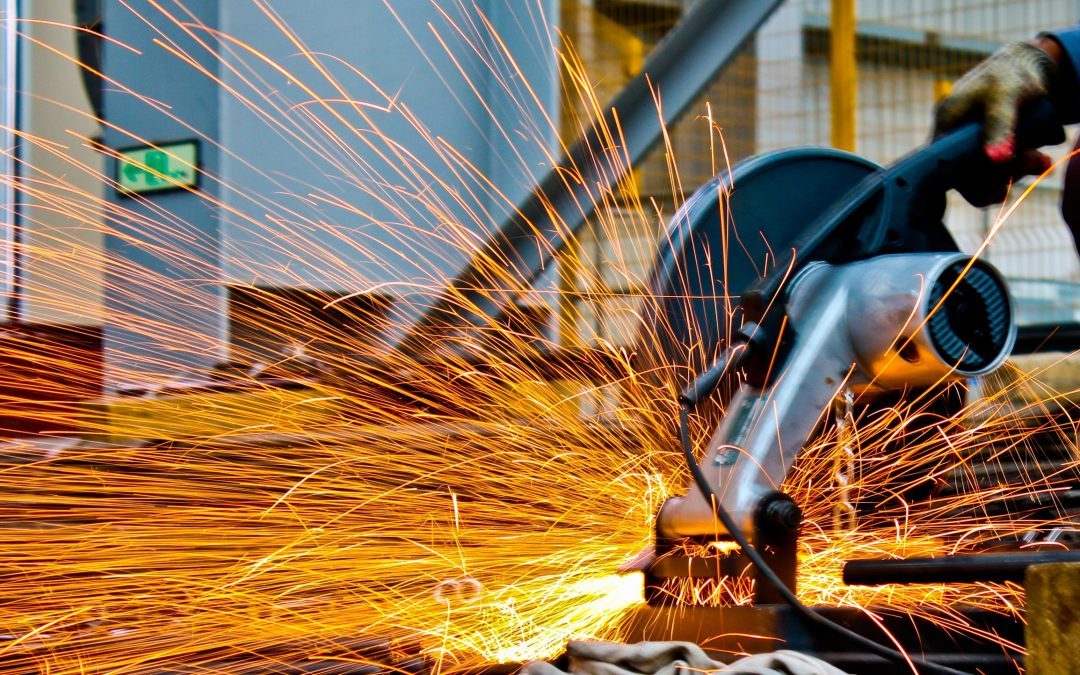 【一股作气】钢铁人厉害,钢铁股呢?
