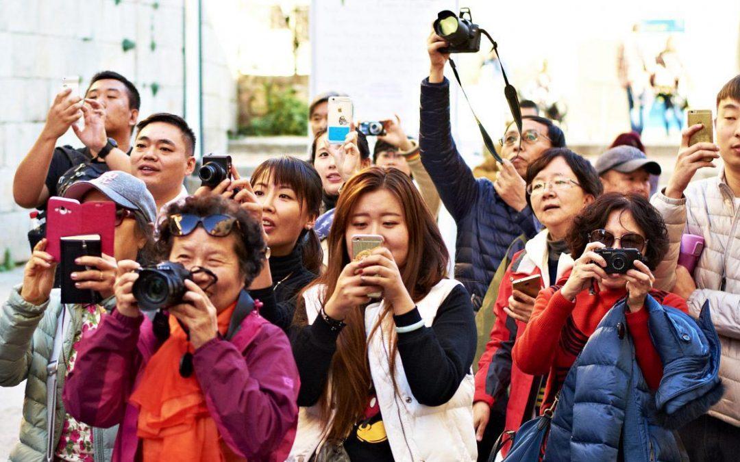 【下班有话题】中国游客的钱该赚?不该赚?
