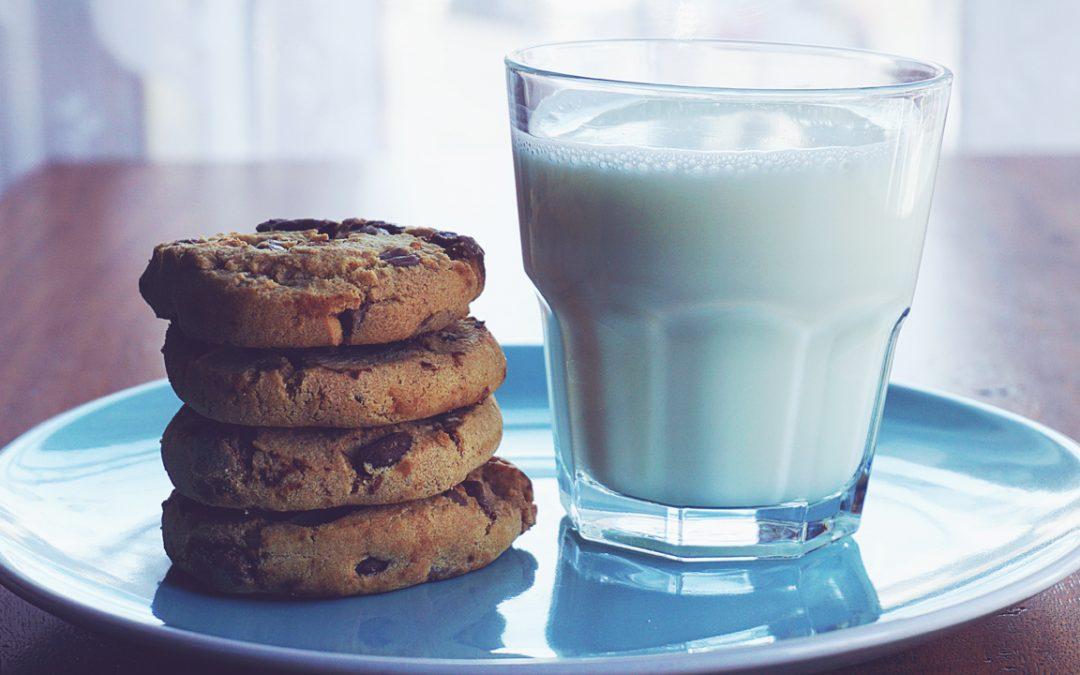 【下班有话题】早餐一杯牛奶就可以了?小学生营养摄取不马虎!