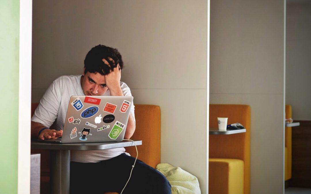 【下班有话题】值大夜班用精神健康来赚钱,这些伤害算「工伤」吗?